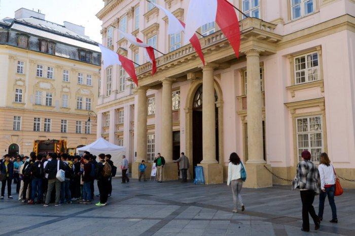 Ilustračný obrázok k článku Výsledky auditu v OLO a DPB nemožno utajovať, je to nezákonné, tvrdí skupina poslancov za Bratislavský klub