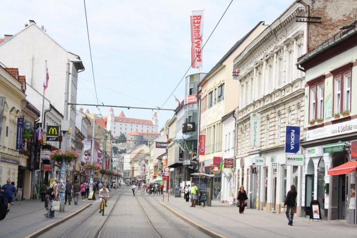 Ilustračný obrázok k článku Čo trápi Bratislavčanov? Neporiadok, nelegálna reklama a málo zelene