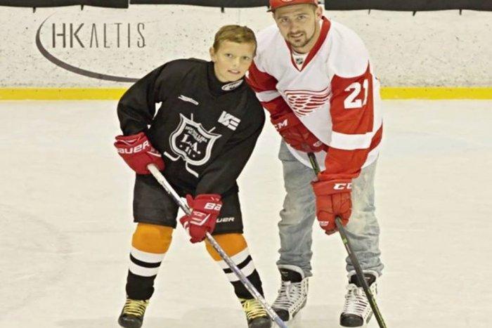 Ilustračný obrázok k článku ROZHOVOR: Mladý hokejista z Rožňavy si plní sen. Štefan Zajac (10) mieri do zámoria