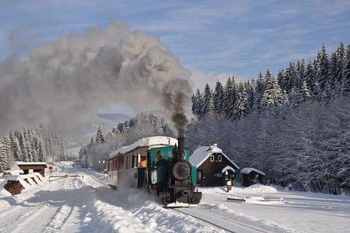 Ilustračný obrázok k článku Čarovné zimné jazdy na železničke aj túto zimu: Pozrite si ROZPIS, prvýkrát už na Mikuláša!