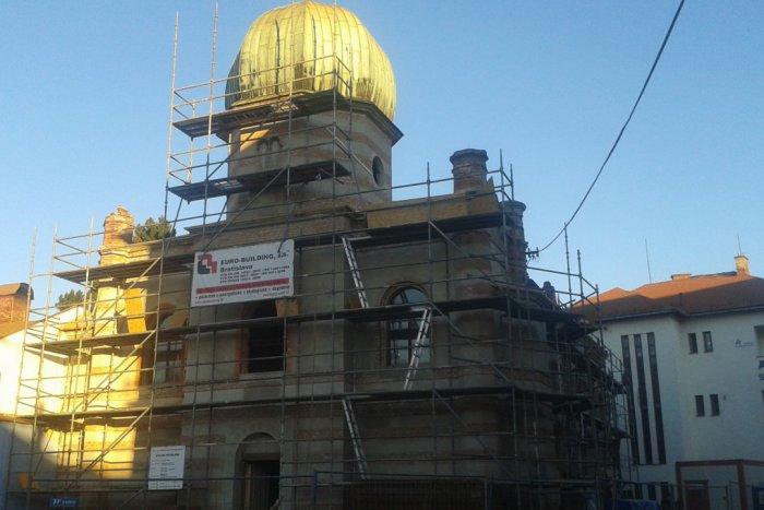 Ilustračný obrázok k článku Práce na rekonštrukcii breznianskej synagógy neutíchajú: Ide všetko podľa plánu?