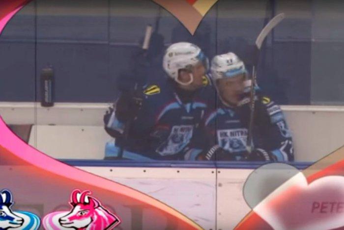 Ilustračný obrázok k článku Zimný štadión vybuchol smiechom: To, čo urobili nitrianski hokejisti na trestnej lavici, nečakal nikto!