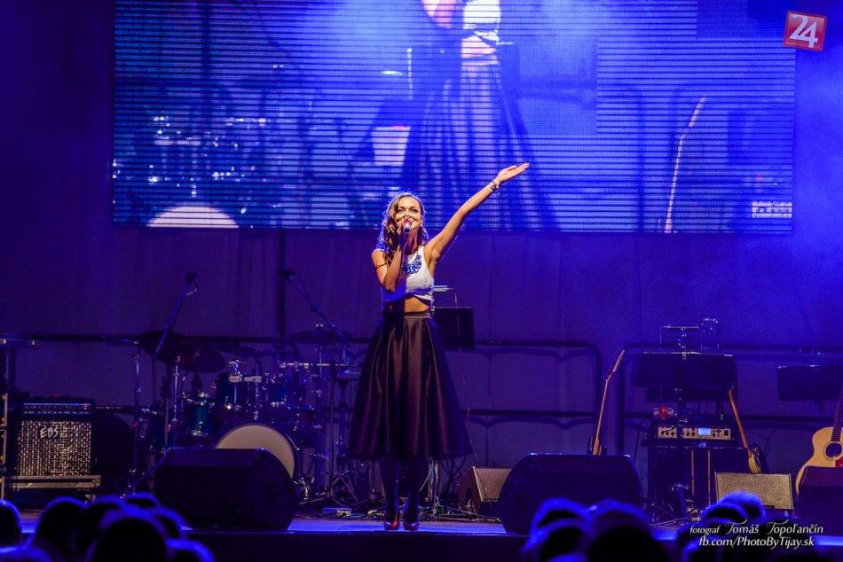 Ilustračný obrázok k článku ROZHOVOR: Sympatická speváčka Nika Karch chystá v rodných Michalovciach vianočný koncert. Hrajte o lístky!