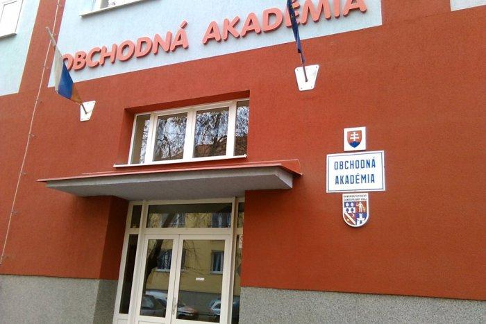 Ilustračný obrázok k článku Lučenecká Obchodná akadémia top školou v kraji: Aj toto ich dostalo na vrchol rebríčka