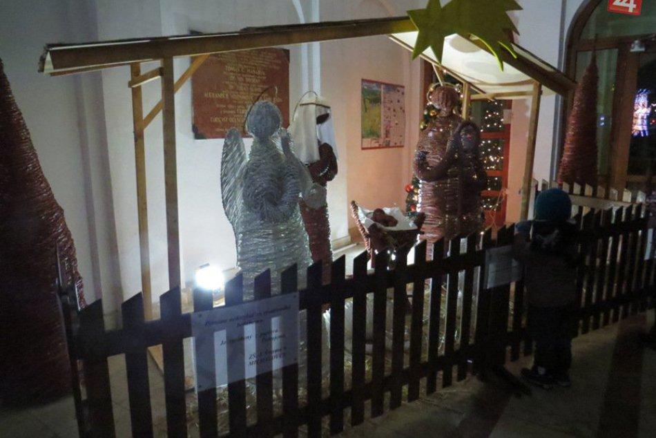 Ilustračný obrázok k článku Vianočné zemplínske vinše: Tradície, ktoré letia v Michalovciach a okolí