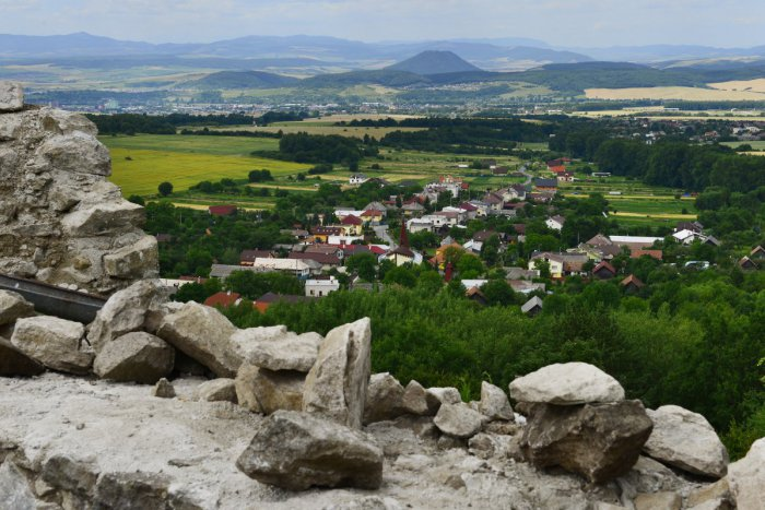 Ilustračný obrázok k článku Zub času ho takmer zrovnal so zemou, po rokoch prác sú tu super správy: Zrúcaniny hradu Šebeš opäť vidno!