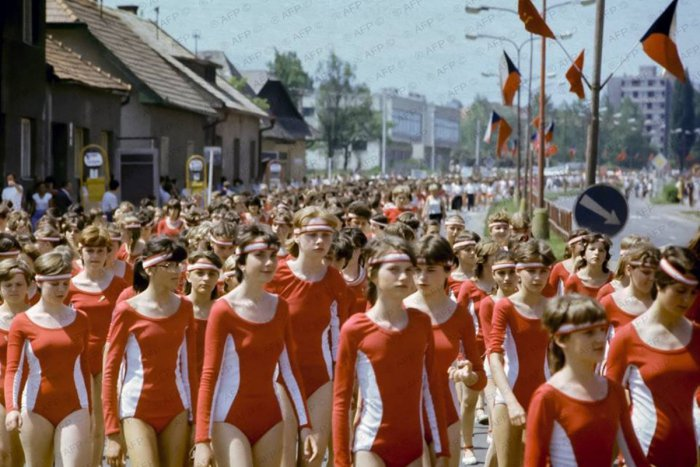 Ilustračný obrázok k článku Žiarčania sa bavia na úžasných ZÁBEROCH spartakiády z roku 1985: Ožili aj takéto spomienky, ľahnete smiechom:)