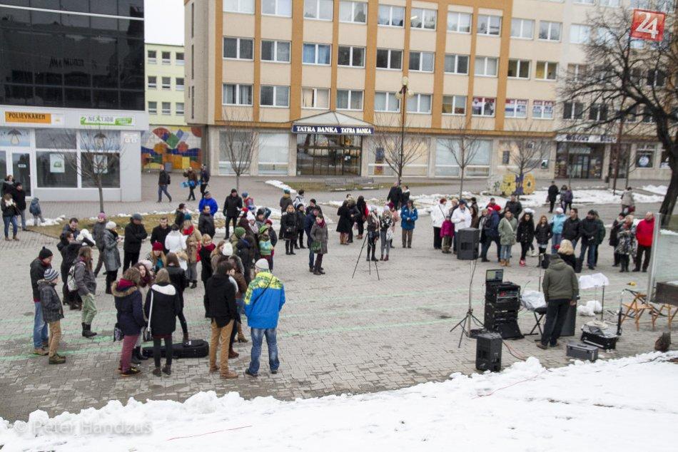 Ilustračný obrázok k článku Podtatranskí učitelia a žiaci koncertovali na námestí: Aj oni chcú zlepšiť naše školstvo