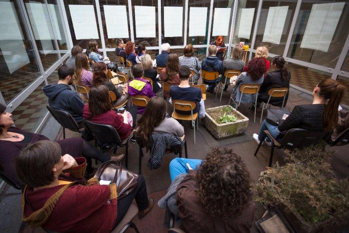 Ilustračný obrázok k článku Univerzitná noc literatúry opäť v Bystrici: Mená prvých čítajúcich a novinka, netradičné pátranie