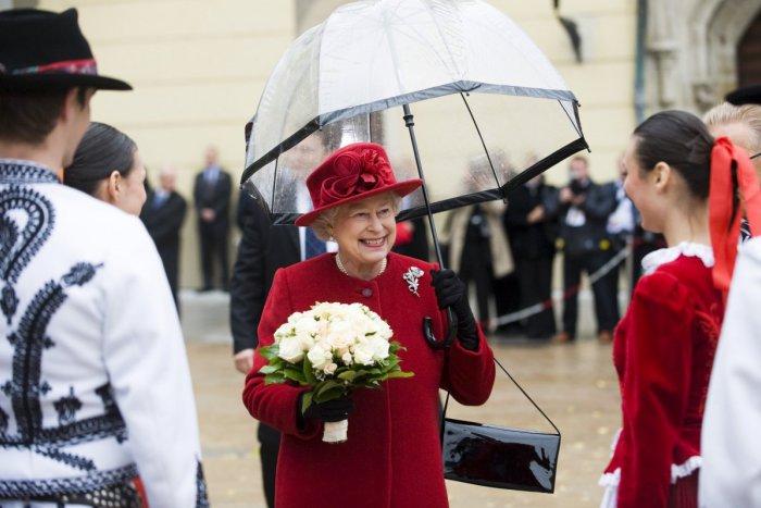 Ilustračný obrázok k článku Kráľovná Alžbeta II. oslavuje 90-ku. Pamätáte si na jej návštevu Bratislavy?