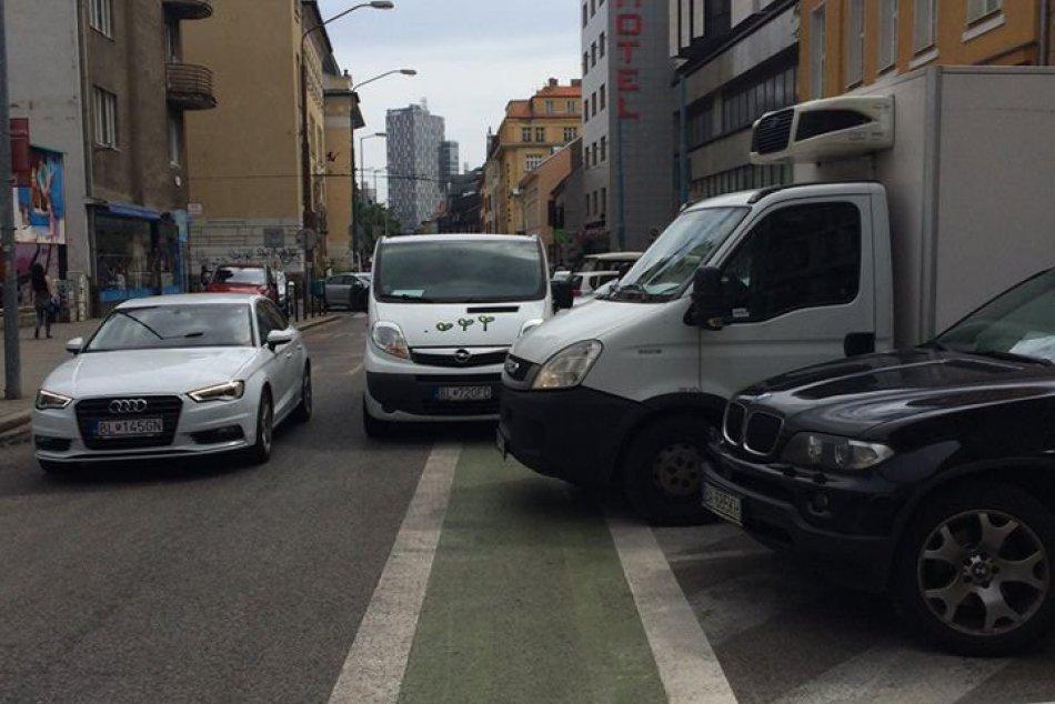 Ilustračný obrázok k článku Cyklistika v Bratislave? Mnohí motoristi cyklopruhy ignorujú