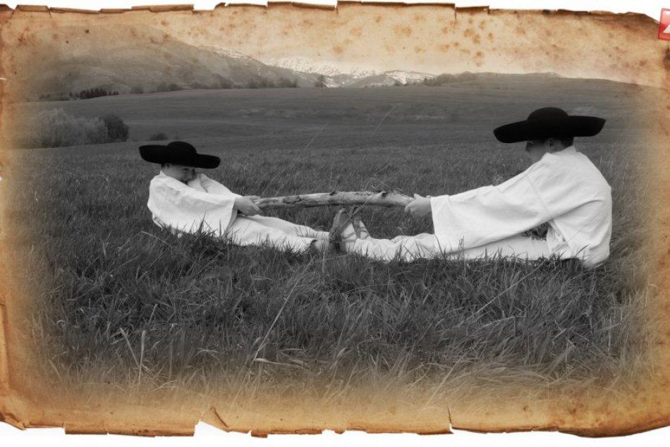 Ilustračný obrázok k článku FOTO: V blízkosti Mýta vyrastá unikát. Tabuľky, ktoré vyvolávajú nostalgiu a deti učia hodnotám