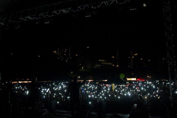 Ilustračný obrázok k článku VIDEO: Tisícky fanúšikov spievali na Majálese spolu s kapelami. Zábery plné emócií