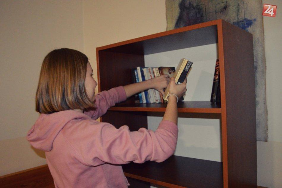 Ilustračný obrázok k článku FOTO: Nápad bystrických študentiek sa vydaril. Chorým odovzdali stovky kníh!