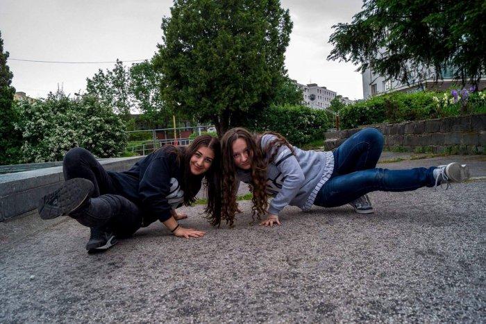 Ilustračný obrázok k článku Považskobystričanky Adriana (18) a Mária (15) sú najlepšie na Slovensku: Čaká ich veľká premiéra na ME