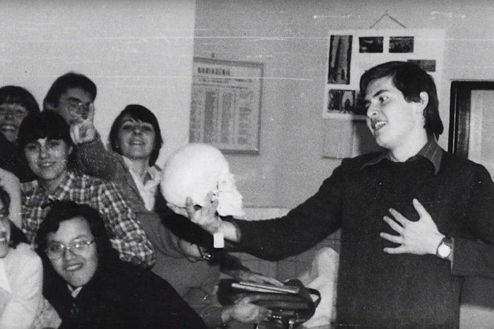 Ilustračný obrázok k článku VIDEO mapuje 50 rokov nitrianskeho gymnázia: Odchovalo množstvo študentov, nájdete sa medzi nimi?