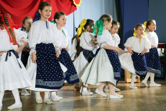 Ilustračný obrázok k článku Deti bystrických rodáčok využili príležitosť: Pod Urpínom sa učia tradičným remeslám