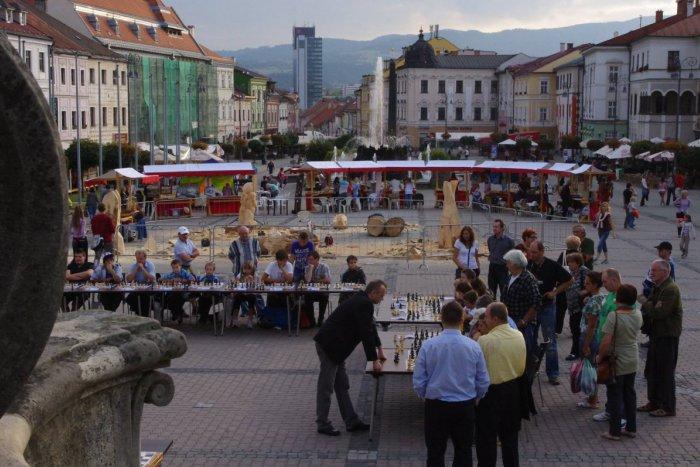 Ilustračný obrázok k článku Festival umenia a dizajnu v Bystrici s nabitým programom: Dara Rolins, míľa mestom aj viacero noviniek!