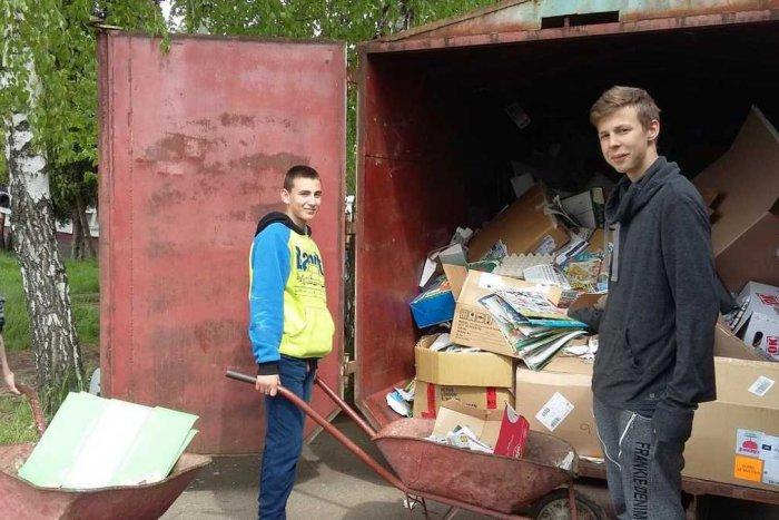 Ilustračný obrázok k článku Školy vyzbierali viac ako 1500 ton odpadu: Žiaci tak zachránili 25 000 stromov pred výrubom!