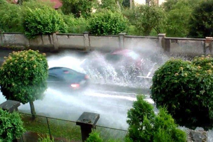 Ilustračný obrázok k článku VIDEO: Bystrická ulica zostala po daždi úplne zatopená! Kedy sa ľudia dočkajú nápravy?