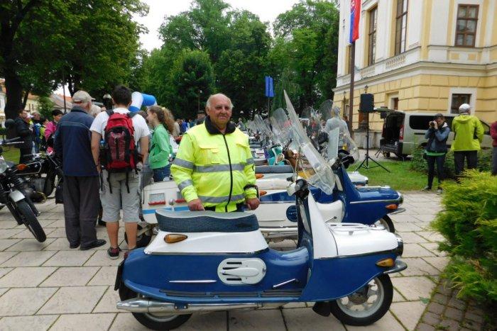 Ilustračný obrázok k článku Na cesty vyráža naozaj štýlovo: František brázdi ulice Spišskej na parádnom stroji, FOTO