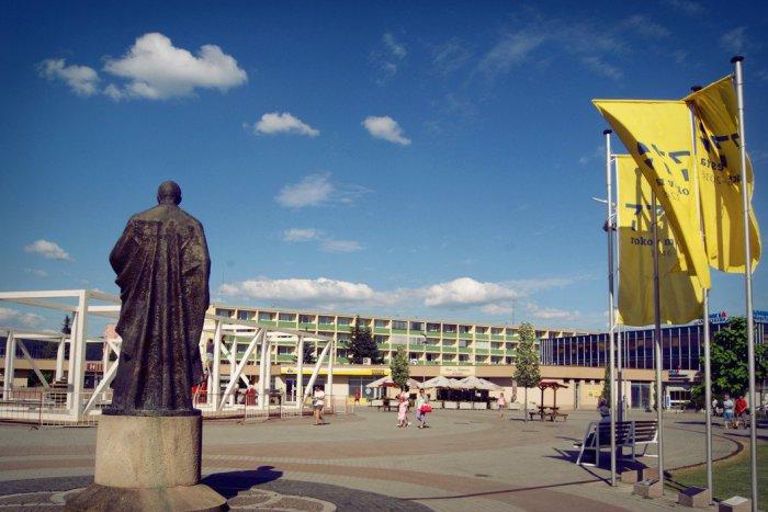 Ilustračný obrázok k článku Letný pavilón najprv otestujú žiarski hudobníci: Otvárať sa bude open-air koncertom