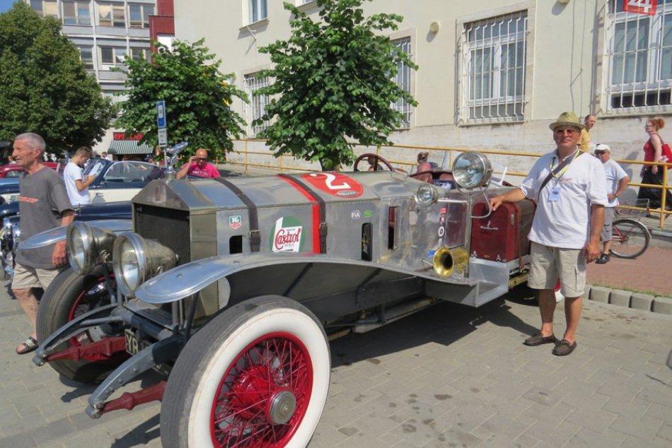 Ilustračný obrázok k článku V Michalovciach strhlo pozornosť parádne auto: Rolls-Royce, ktorý vlastnil vynálezca farebného televízora!
