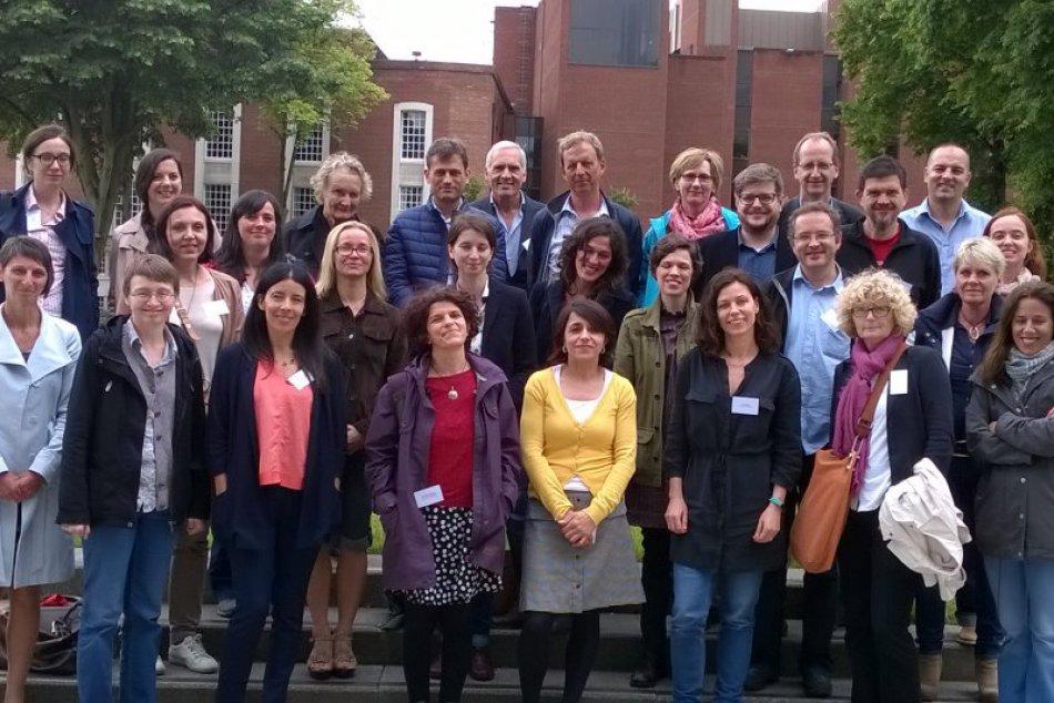 Ilustračný obrázok k článku Bystrickí pedagógovia súčasťou medzinárodného tímu. Rieši otázku mladých Európanov