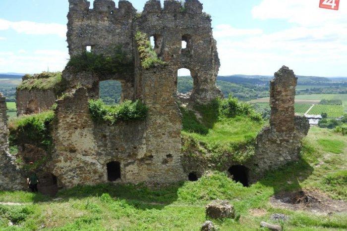 Ilustračný obrázok k článku POTULKY PO SLOVENSKU: Zachráňte hrady a kláštory! Osem miest, ktoré potrebujú vašu pomoc