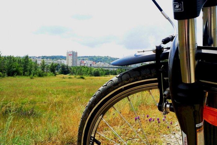 Ilustračný obrázok k článku Krásne zážitky na bicykloch: 5 tipov na zaujímavé cyklotrasy v okolí Spišskej