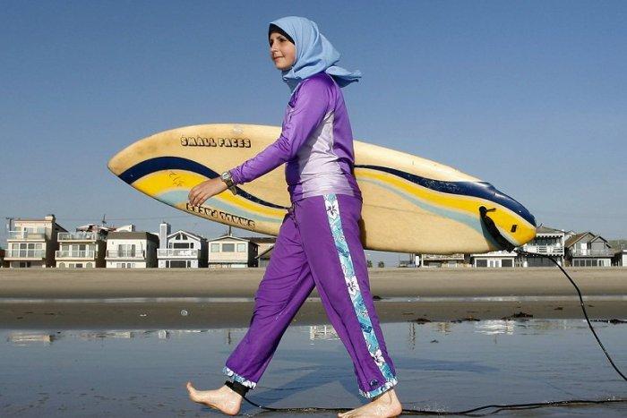 Ilustračný obrázok k článku Plavky rozhádali Francúzsko. Schyľuje sa k náboženskej vojne?