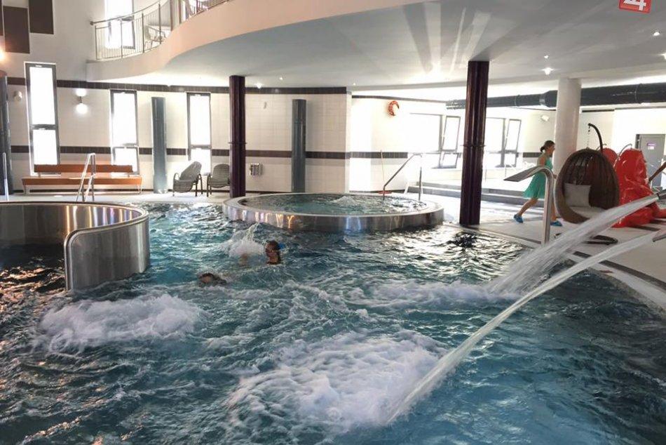 Ilustračný obrázok k článku Petržalská plaváreň dočasne upravila otváracie hodiny aj ceny. Príčinou je znehodnotená voda