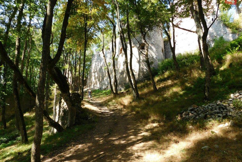 Ilustračný obrázok k článku Stoja za krásny výlet: 4 hrady v okolí Hlohovca, ktoré by mal spoznať každý