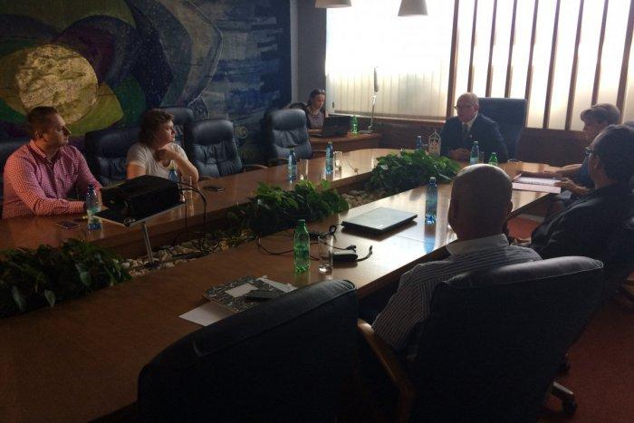 Ilustračný obrázok k článku Mediačná dohoda medzi Schüle a obyvateľmi padla: Veľčania nemienia ustúpiť