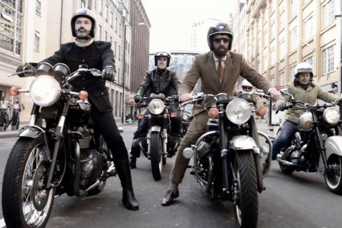 Ilustračný obrázok k článku Elagantní džentlmeni osedlali motorky. Ich jazda Bratislavou podporí dobrú vec