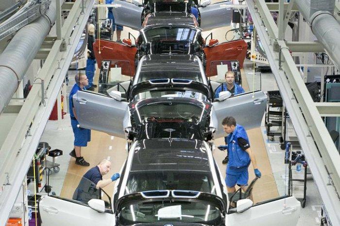 Ilustračný obrázok k článku SVET O SLOVENSKU: Automobilky vraj chcú iba lacnú pracovnú silu