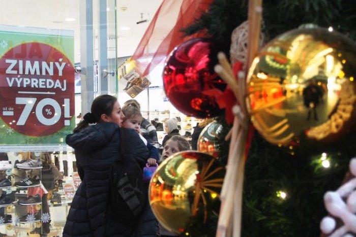 """Ilustračný obrázok k článku Vianočnú eufóriu vystriedá krutá realita: Zadlženosť v podobe """"úveru pod stromček"""""""