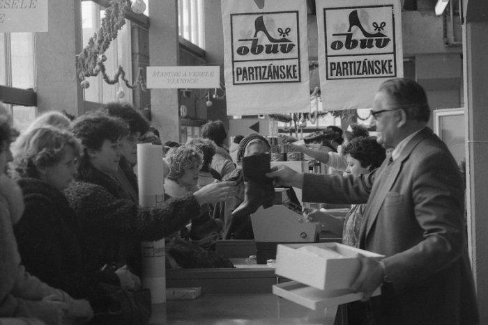 Ilustračný obrázok k článku RETRO: Kde zháňali Bratislavčania darčeky pred tridsiatimi rokmi?