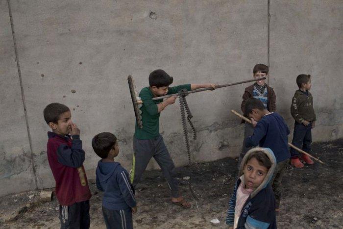 Ilustračný obrázok k článku SVET O SLOVENSKU: Strieľajú ich rovno do hlavy…