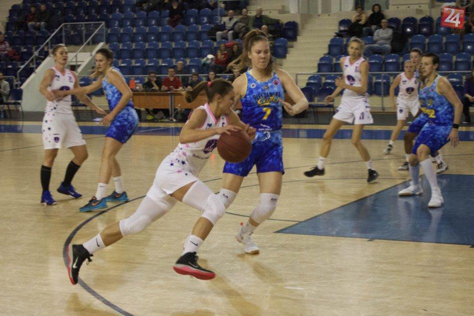 Ilustračný obrázok k článku Popradským basketbalistkám odleteli body na krídlach Piešťanských Čajok