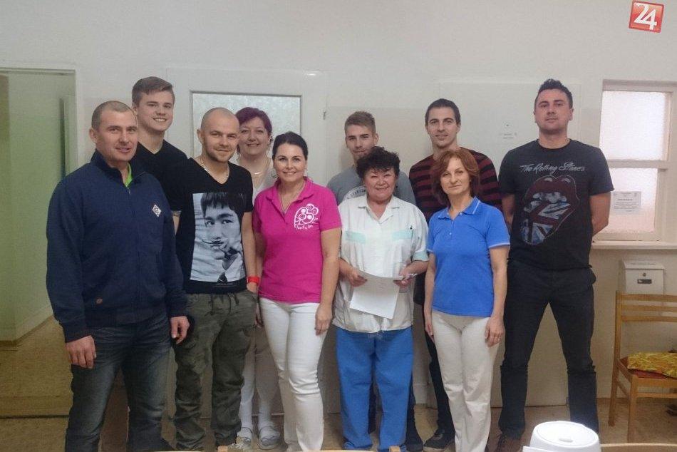 Ilustračný obrázok k článku FOTO: Krásny čin revúckych futbalistov. Do nemocnice zavítali, aby pomohli!
