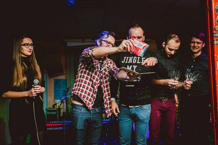 Ilustračný obrázok k článku FOTO: Humenská skupina krstila nový album. Toto sú ďalšie plány Jeno´s Brothers!