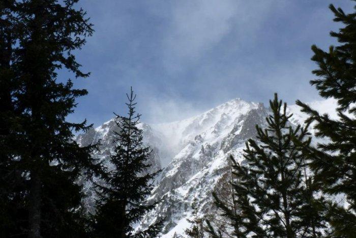 Ilustračný obrázok k článku Slovenskom sa preženie silný vietor: Na horách môže fúkať rýchlosťou až 135 km/h