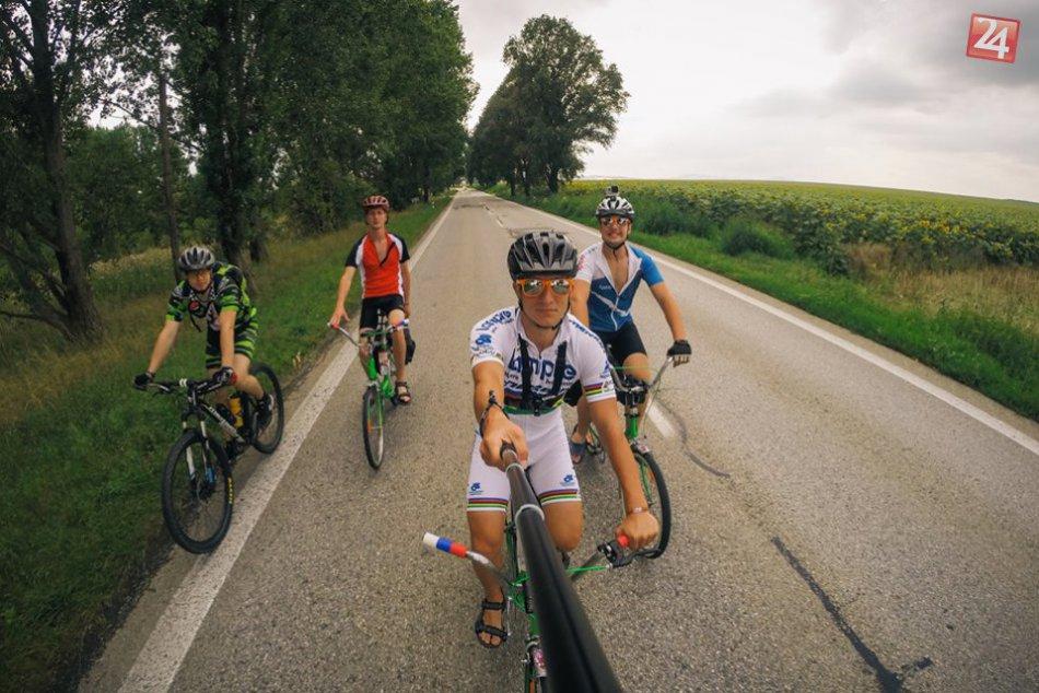 Ilustračný obrázok k článku Úžasná cesta: Na bicykloch z dediny pri Trnave až k Čiernemu moru, FOTO