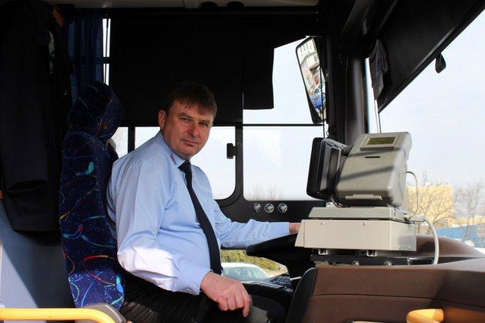 Ilustračný obrázok k článku ROZHOVOR: Milionár z Lučenca už 40 rokov za volantom autobusu. O zážitky nemá núdzu