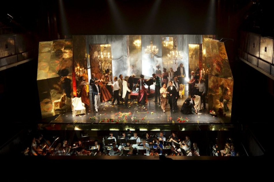 Ilustračný obrázok k článku Bystrická opera čoskoro otvorí sezónu: S akými opatreniami musia počítať diváci?