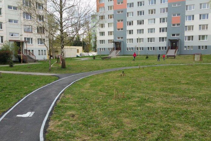 Ilustračný obrázok k článku Na jednom zo sídlisk zrevitalizujú vnútroblok: Pribudnúť má zeleň aj ihriská