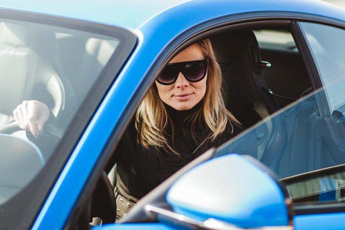 Ilustračný obrázok k článku Jazdené auto rýchlo a bez zbytočného vybavovania: Sympatická Lucka vám v Hlohovci poradí, ako na to