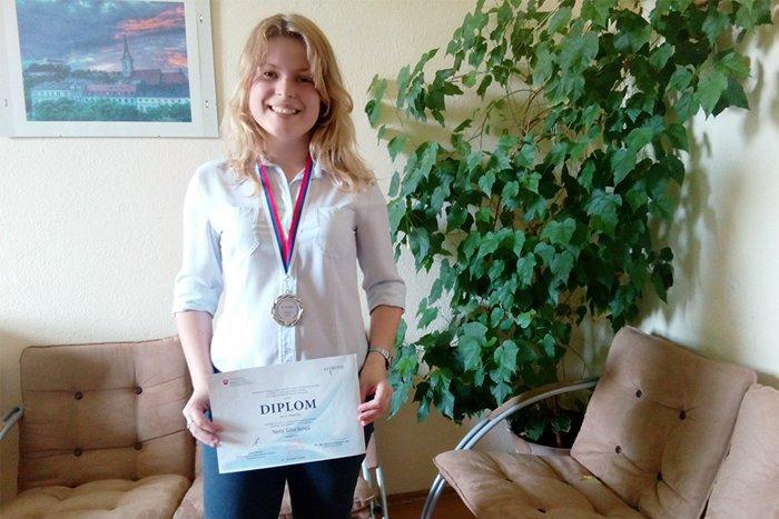 Ilustračný obrázok k článku Výnimočný talent: Nela Gloríková zo starého gympla v Poprade pokračuje v zbieraní úspechov