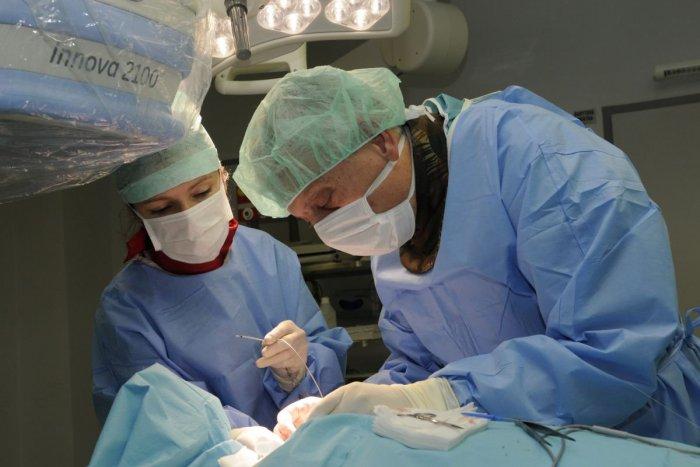 Ilustračný obrázok k článku Novozámocký lekár medzi špičkou: V nemocnici previedol raritnú operáciu
